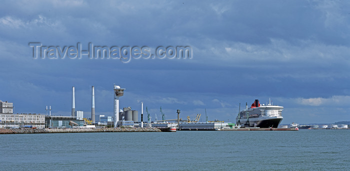 france1100: France - Le Havre (Seine-Maritime, Haute-Normandie): Musee Malraux, Coal Fired Power Station,  Queen Mary 2 - photo by A.Bartel - (c) Travel-Images.com - Stock Photography agency - Image Bank