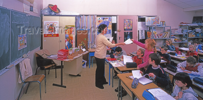 france1101: France - Le Havre (Seine-Maritime, Haute-Normandie): classroom, CE1, Junior School - teacher and students - photo by A.Bartel - (c) Travel-Images.com - Stock Photography agency - Image Bank