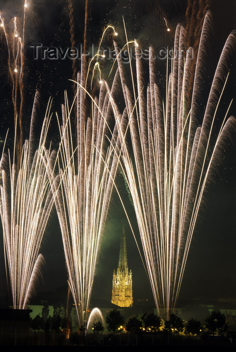 france1104: France - BRT00281 Fireworks, Harfleur, Seine-Maritime, Haute Normandy, France - photo by A.Bartel - (c) Travel-Images.com - Stock Photography agency - Image Bank