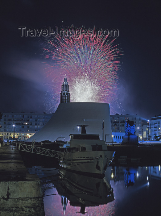 france1108: France - Le Havre (Seine-Maritime, Haute-Normandie): fireworks - harbour - photo by A.Bartel - (c) Travel-Images.com - Stock Photography agency - Image Bank
