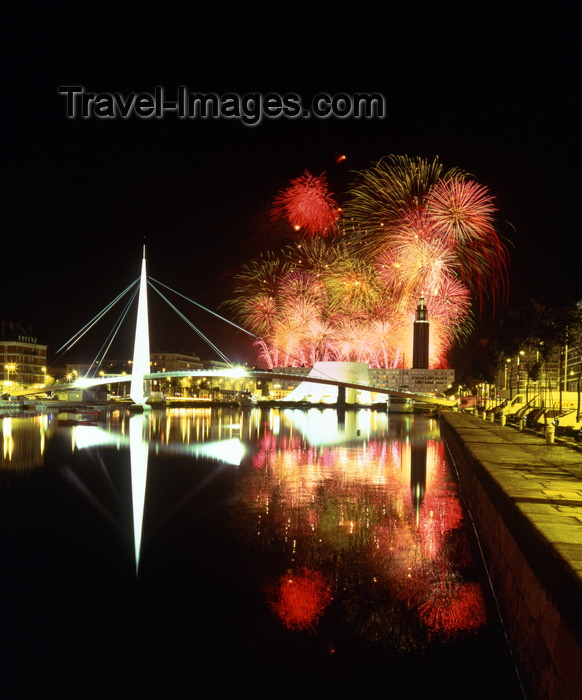 france1113: Le Havre, Seine-Maritime, Haute-Normandie, France: Fireworks over Bassin du Commerce - Le Volcan - photo by A.Bartel - (c) Travel-Images.com - Stock Photography agency - Image Bank