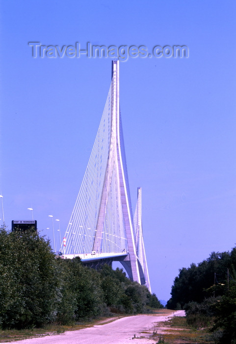 france1116: Le Havre, Seine-Maritime, Haute-Normandie, France: Normandy Bridge - cable-stayed road bridge spaning the river Seine, linking Le Havre to Honfleur - photo by A.Bartel - (c) Travel-Images.com - Stock Photography agency - Image Bank