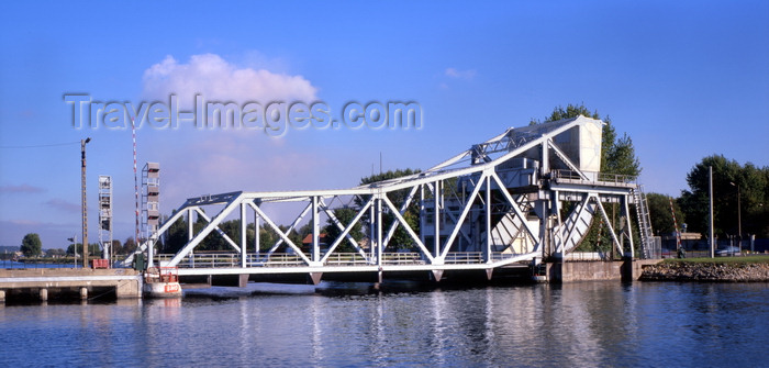 france1126: Le Havre, Seine-Maritime, Haute-Normandie, France: Bridge 8 over the Le Havre Canal - moving bridge - photo by A.Bartel - (c) Travel-Images.com - Stock Photography agency - Image Bank