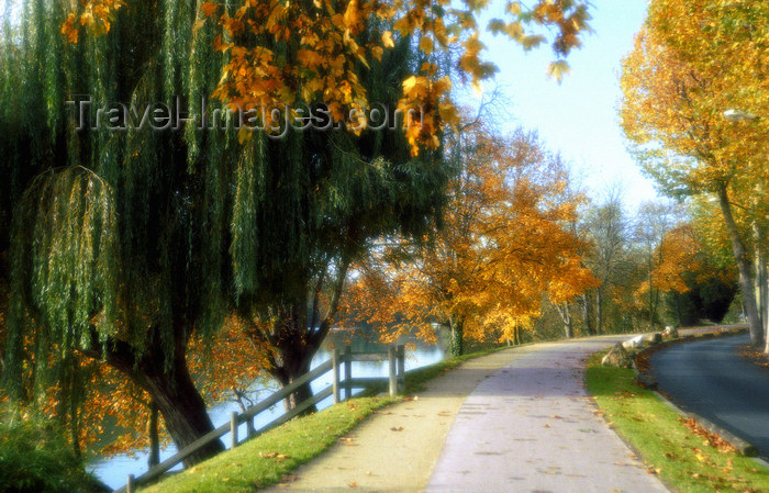 france1133: La Varenne, Val-de-Marne, Ile-de-France: road and bike lane along the river Marne - photo by Y.Baby - (c) Travel-Images.com - Stock Photography agency - Image Bank