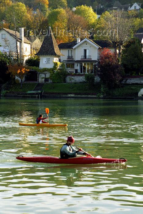 france1136: La Varenne, Val-de-Marne, Ile-de-France: Marne, kayak and town - photo by Y.Baby - (c) Travel-Images.com - Stock Photography agency - Image Bank