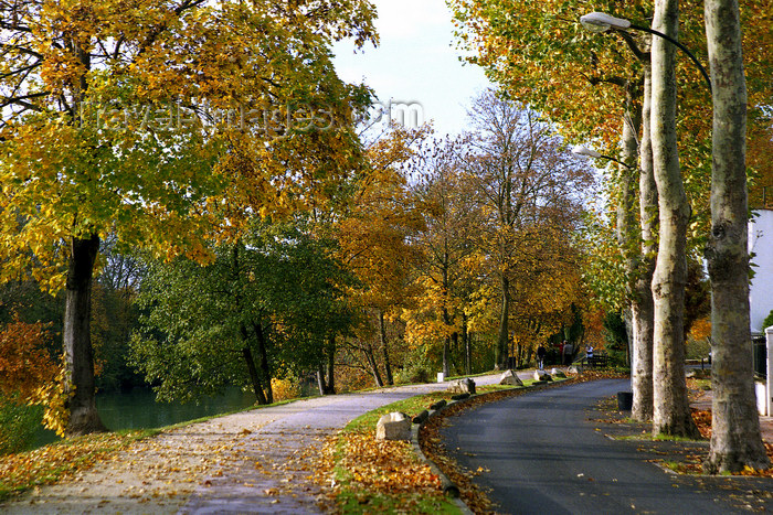 france1142: La Varenne, Val-de-Marne, Ile-de-France: road and cycleway - autumn - photo by Y.Baby - (c) Travel-Images.com - Stock Photography agency - Image Bank