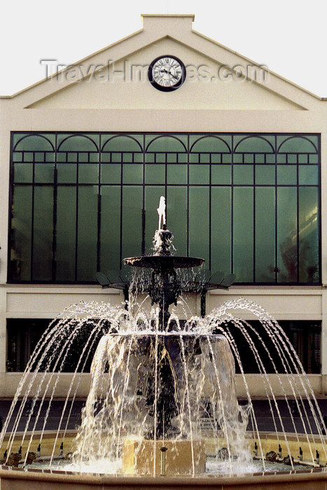 france1154: La Varenne, Val-de-Marne, Ile-de-France: fountain and glass façade - photo by Y.Baby - (c) Travel-Images.com - Stock Photography agency - Image Bank