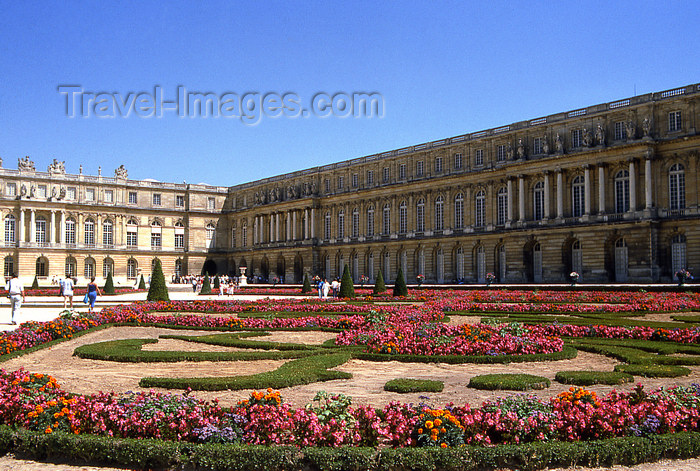 france1156: Versailles, Yvelines département, France: Palace of Versailles / Château de Versailles - garden and palace - photo by Y.Baby - (c) Travel-Images.com - Stock Photography agency - Image Bank