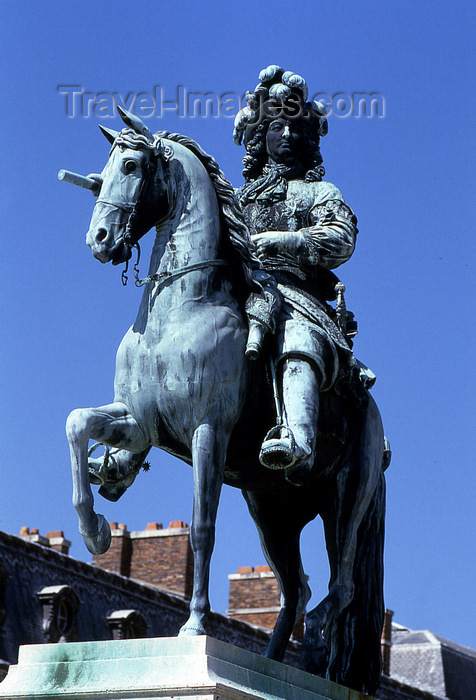 france1157: Versailles, Yvelines département, France: Palace of Versailles / Château de Versailles - equestrian statue of Louis XVI, King of France and Navarre - photo by Y.Baby - (c) Travel-Images.com - Stock Photography agency - Image Bank