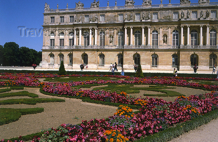 france1159: Versailles, Yvelines département, France: Palace of Versailles / Chateau de Versailles - palace façade and garden - photo by Y.Baby - (c) Travel-Images.com - Stock Photography agency - Image Bank