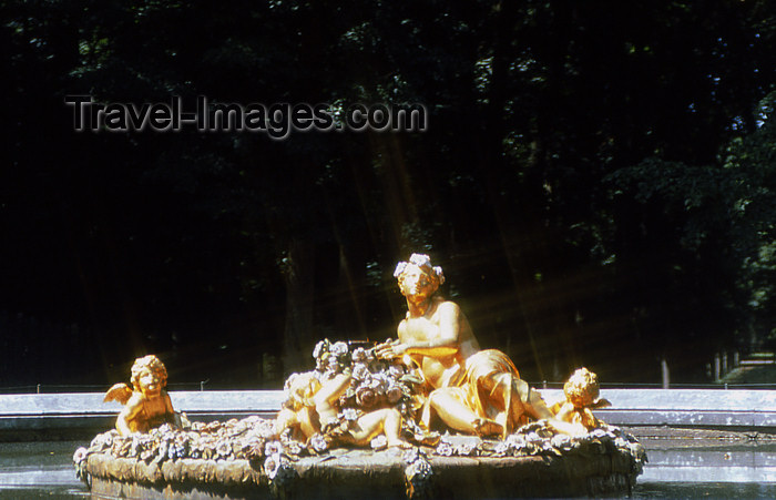 france1167: Versailles, Yvelines département, France: Palace of Versailles / Château de Versailles - bronze sculpture in a fountain - photo by Y.Baby - (c) Travel-Images.com - Stock Photography agency - Image Bank
