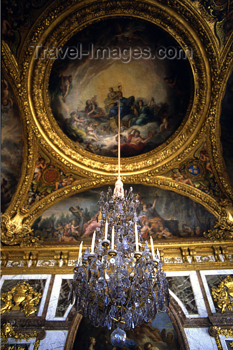 france1171: Versailles, Yvelines département, France: Palace of Versailles / Château de Versailles - Hall of Mirrors - chandelier and ceiling paintings celebrating the the reign of Louis XIV, Sun King - photo by Y.Baby - (c) Travel-Images.com - Stock Photography agency - Image Bank
