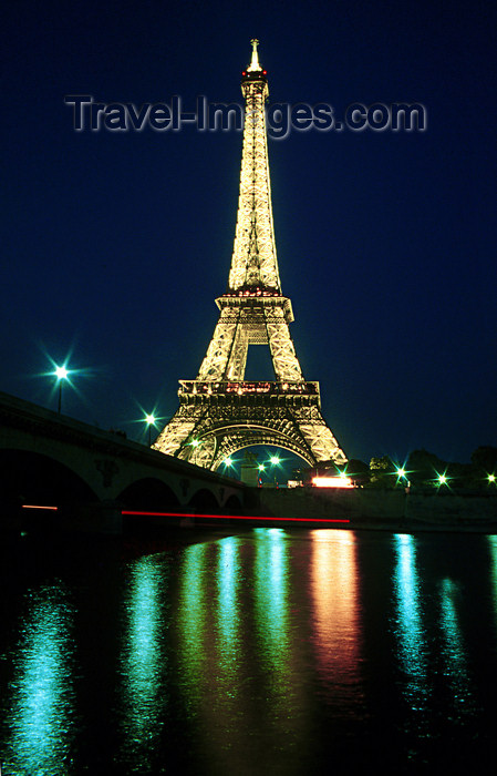 france1181: Paris: Eiffel tower - nocturnal - lights reflected on the river Seine - photo by Y.Baby - (c) Travel-Images.com - Stock Photography agency - Image Bank