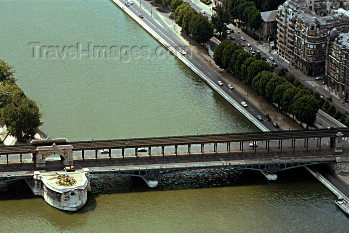 france1183: Paris: Bir-Hakeim two-tier bridge - designed by Louis Biette - links Quai de Grenelle and Quai Louis Blériot - photo by Y.Baby - (c) Travel-Images.com - Stock Photography agency - Image Bank