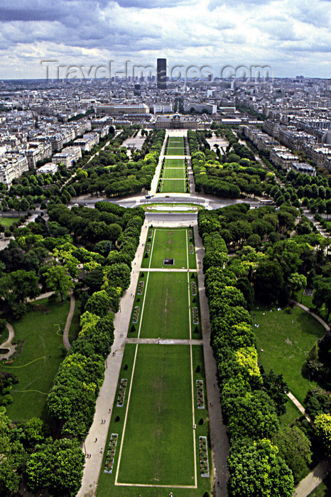 france1184: Paris: Champ de Mars seen from the Eiffel tower - 7th arrondissement - Tour Montparnasse in the distance - photo by Y.Baby - (c) Travel-Images.com - Stock Photography agency - Image Bank