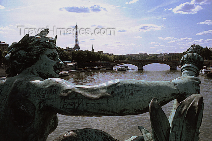 france1192: Paris: Seine river and Eiffel tower seen from Pont Alexandre III - photo by Y.Baby - (c) Travel-Images.com - Stock Photography agency - Image Bank