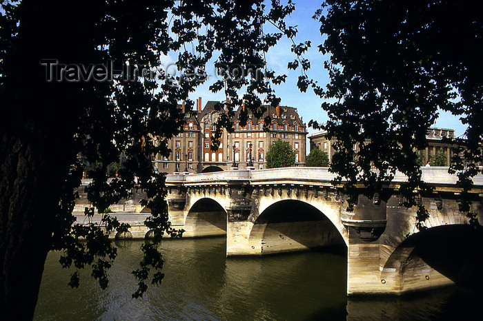 france1194:  Paris: Pont Neuf and trees - photo by Y.Baby - (c) Travel-Images.com - Stock Photography agency - Image Bank