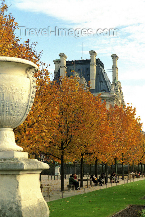 france1200: Paris: Tuileries Garden and the Louvre - photo by Y.Baby - (c) Travel-Images.com - Stock Photography agency - Image Bank