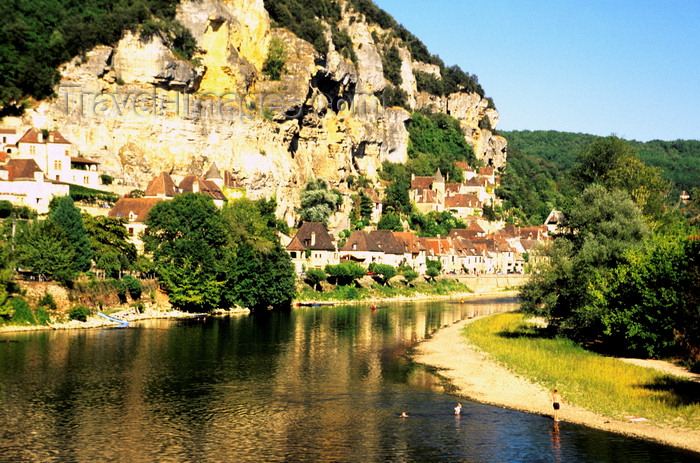 france1205: La Roque-Gageac, Dordogne, Aquitaine, France: village on a cliff above the Dordogne River, one of 'Les Plus Beaux Villages de France' - photo by K.Gapys - (c) Travel-Images.com - Stock Photography agency - Image Bank