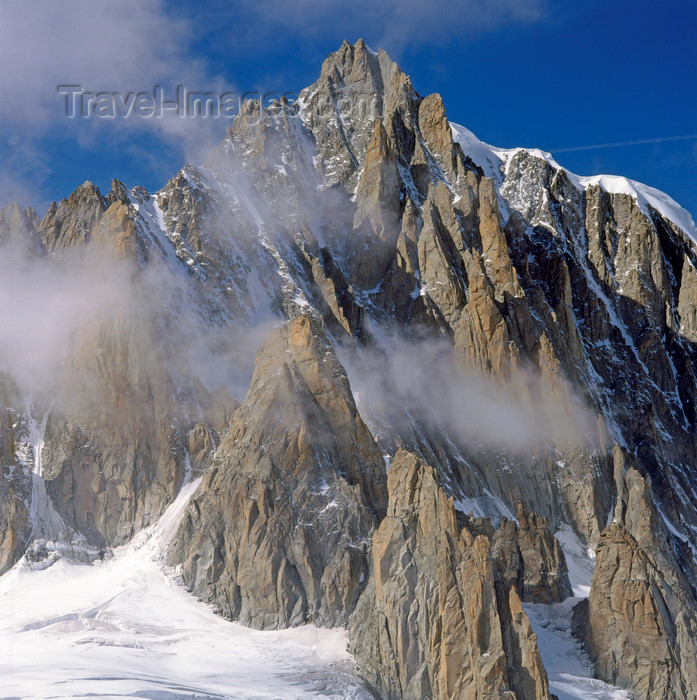 france1211: France  - Petit Dru / Petit Aiguille du Dru, Haute-Savoie: seen from the the mountain-station Le Montevers - scarp - west ridge of the Aiguille Verte, Graian Alps - photo by W.Allgower - (c) Travel-Images.com - Stock Photography agency - Image Bank