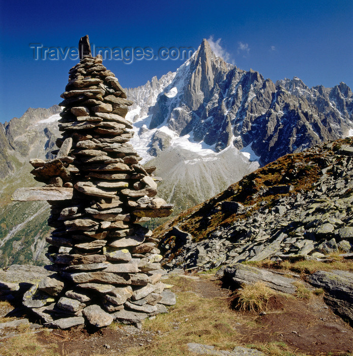 france1212: France  - Petit Dru / Petit Aiguille du Dru, Haute-Savoie: 3733m mountain in the Mont Blanc massif and cairn, seen from the the mountain-station Le Montevers - west ridge of the Aiguille Verte, Graian Alps - photo by W.Allgower - (c) Travel-Images.com - Stock Photography agency - Image Bank