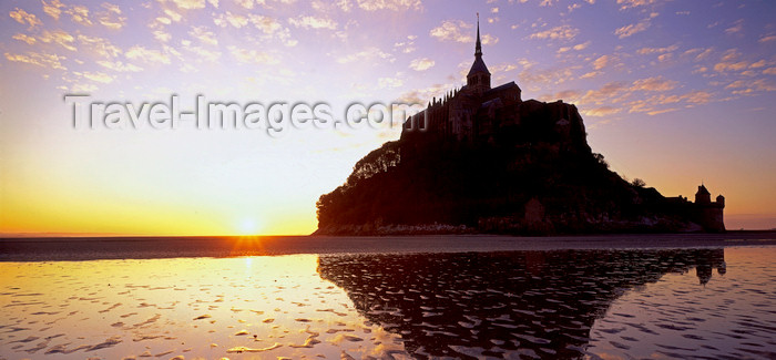 france1215: France - Mont St Michel (Manche, Basse Normadie): tidal island - sunset - UNESCO World Heritage Site - photo by W.Algöwer - (c) Travel-Images.com - Stock Photography agency - Image Bank