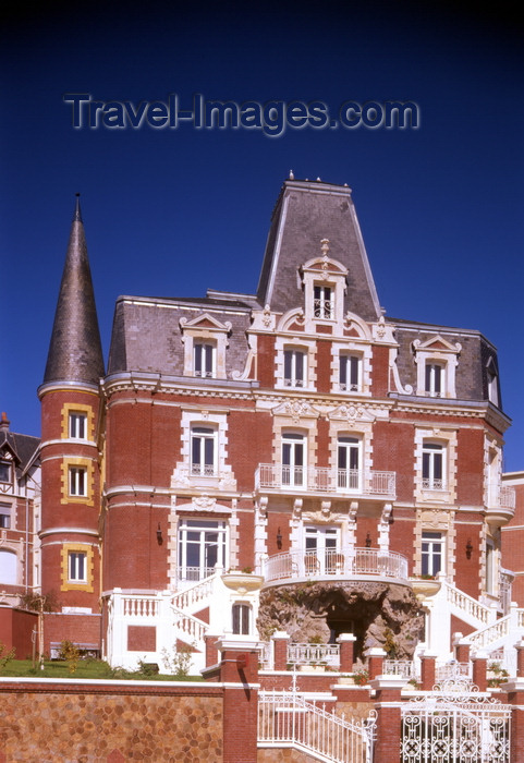 france1217: Le Havre, Seine-Maritime, Haute-Normandie, France: Restaurant, Villa Maritime - boulevard Albert 1er - architect Henry Toutain - photo by A.Bartel - (c) Travel-Images.com - Stock Photography agency - Image Bank