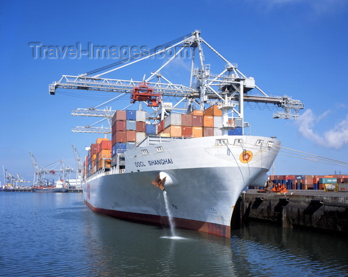 france1218: Le Havre, Seine-Maritime, Haute-Normandie, France: OOCL Shanghai Container Ship - Normandy - photo by A.Bartel - (c) Travel-Images.com - Stock Photography agency - Image Bank