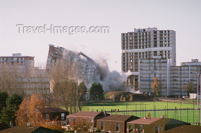 france1223: Le Havre, Seine-Maritime, Haute-Normandie, France: demolition of a tower block - old apartments - photo by A.Bartel - (c) Travel-Images.com - Stock Photography agency - Image Bank