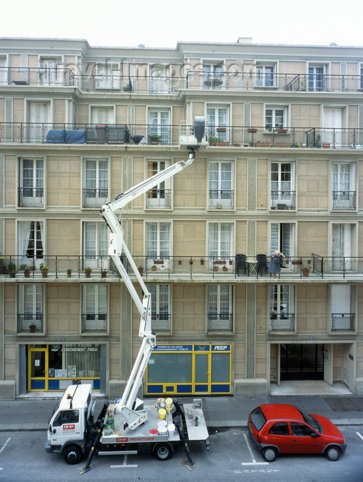 france1229: Le Havre, Seine-Maritime, Haute-Normandie, France: Cantilever Crane - painting a building - photo by A.Bartel - (c) Travel-Images.com - Stock Photography agency - Image Bank
