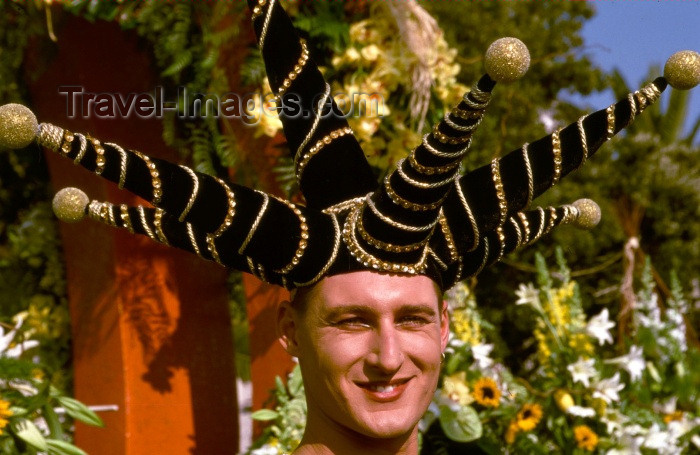 france123: France - Nice (Alpes Maritimes): carnival parade - exotic hat (photo by F.Rigaud) - (c) Travel-Images.com - Stock Photography agency - Image Bank
