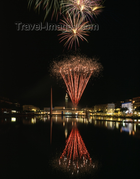 france1230: Le Havre, Seine-Maritime, Haute-Normandie, France: fireworks and water at Bassin du Commerce - photo by A.Bartel - (c) Travel-Images.com - Stock Photography agency - Image Bank