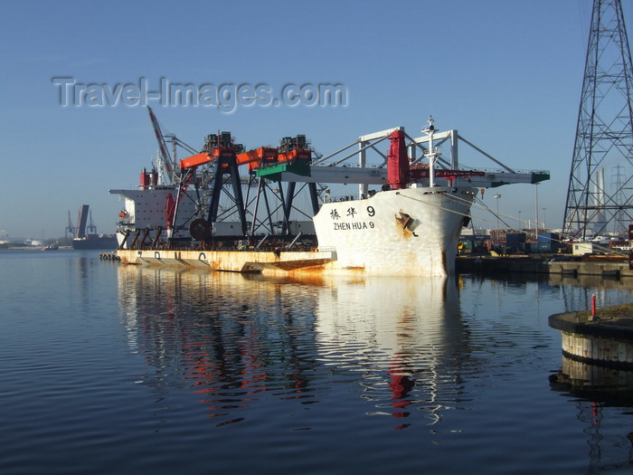 france1234: Le Havre, Seine-Maritime, Haute-Normandie, France: Ship transporting Gantry Crane - Zhen Hua 9 - photo by A.Bartel - (c) Travel-Images.com - Stock Photography agency - Image Bank