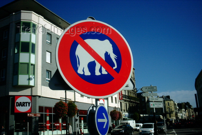 france1242: Le Havre, Seine-Maritime, Haute-Normandie, France: No Elephants traffic sign, Royal Deluxe - Darty - photo by A.Bartel - (c) Travel-Images.com - Stock Photography agency - Image Bank