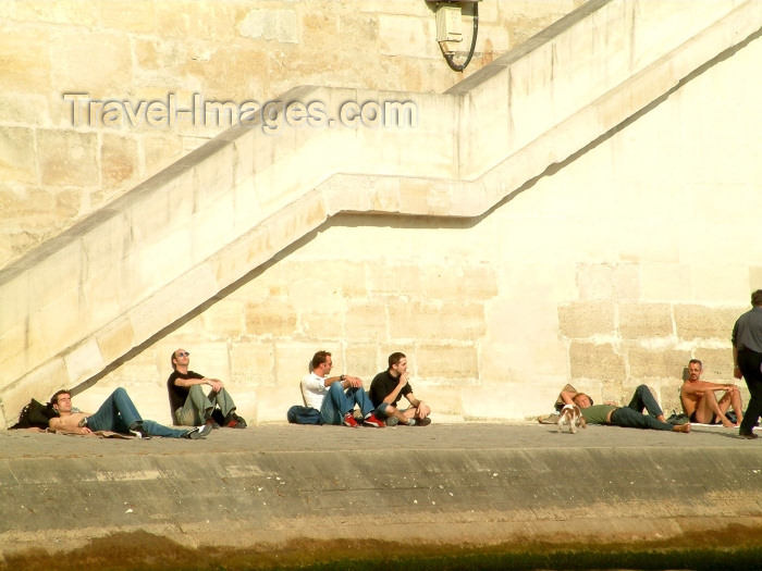 france126: France - Paris: sun tanning by the river - photo by C.Schmidt - (c) Travel-Images.com - Stock Photography agency - Image Bank