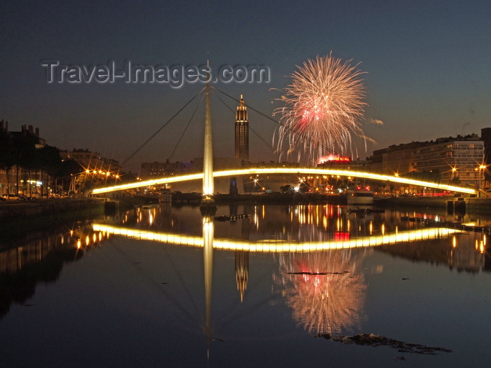 france1281: Le Havre, Seine-Maritime, Haute-Normandie, France: fireworks, reflection on Bassin du Commerce - Stock exchange bridge - Pont de la Bourse - photo by A.Bartel - (c) Travel-Images.com - Stock Photography agency - Image Bank