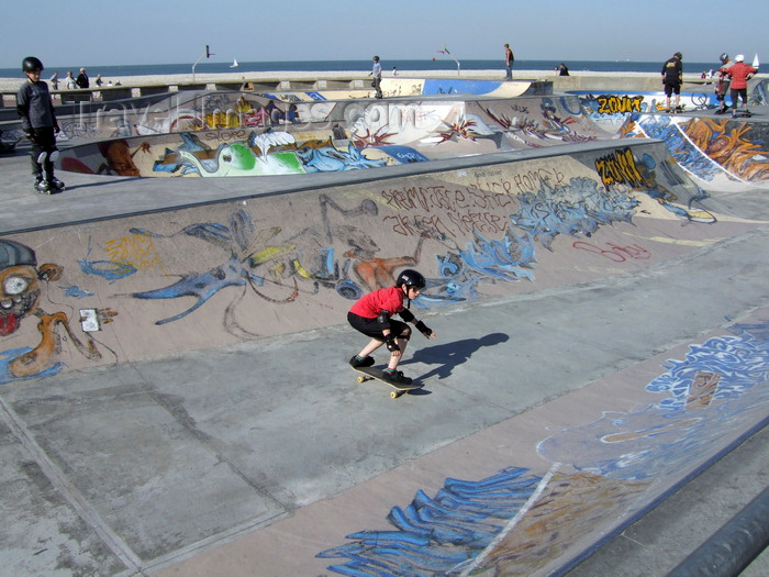 france1292: Le Havre, Seine-Maritime, Haute-Normandie, France: kids in a Skatepark - Normandy - photo by A.Bartel - (c) Travel-Images.com - Stock Photography agency - Image Bank