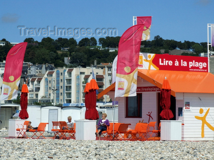 france1306: Le Havre, Seine-Maritime, Haute-Normandie, France: Public Library at the Beach - Lire à la Plage - photo by A.Bartel - (c) Travel-Images.com - Stock Photography agency - Image Bank