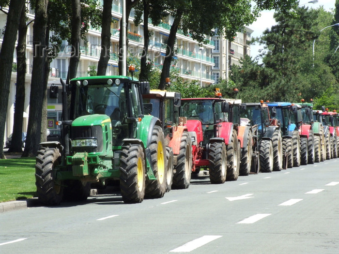france1307: Le Havre, Seine-Maritime, Haute-Normandie, France: Farmers Protest, line of agricultural tractors - photo by A.Bartel - (c) Travel-Images.com - Stock Photography agency - Image Bank