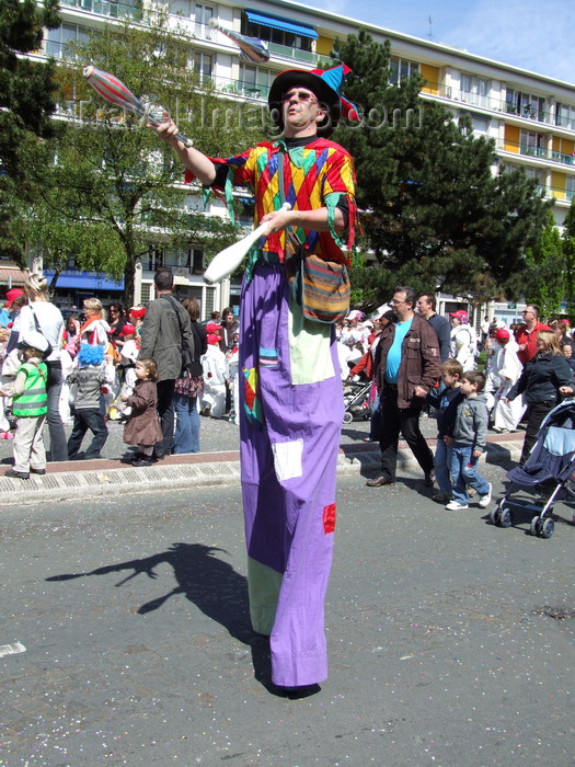france1308: Le Havre, Seine-Maritime, Haute-Normandie, France: long legged juggler, Children's Carnival - photo by A.Bartel - (c) Travel-Images.com - Stock Photography agency - Image Bank