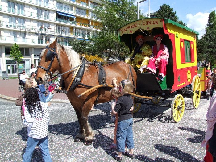 france1309: Le Havre, Seine-Maritime, Haute-Normandie, France: Circus Clown, Children's Carnival - Zampano Circus horse cart - photo by A.Bartel - (c) Travel-Images.com - Stock Photography agency - Image Bank
