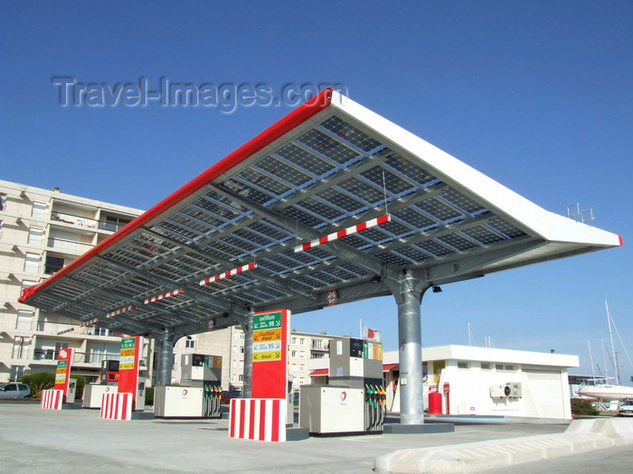 france1311: Le Havre, Seine-Maritime, Haute-Normandie, France: Solar Panel Roof, Total Gas Station - photo by A.Bartel - (c) Travel-Images.com - Stock Photography agency - Image Bank