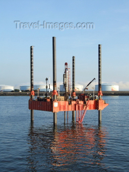 france1329: Le Havre, Seine-Maritime, Haute-Normandie, France: Drilling Platform and fuel tanks - Normandy - photo by A.Bartel - (c) Travel-Images.com - Stock Photography agency - Image Bank