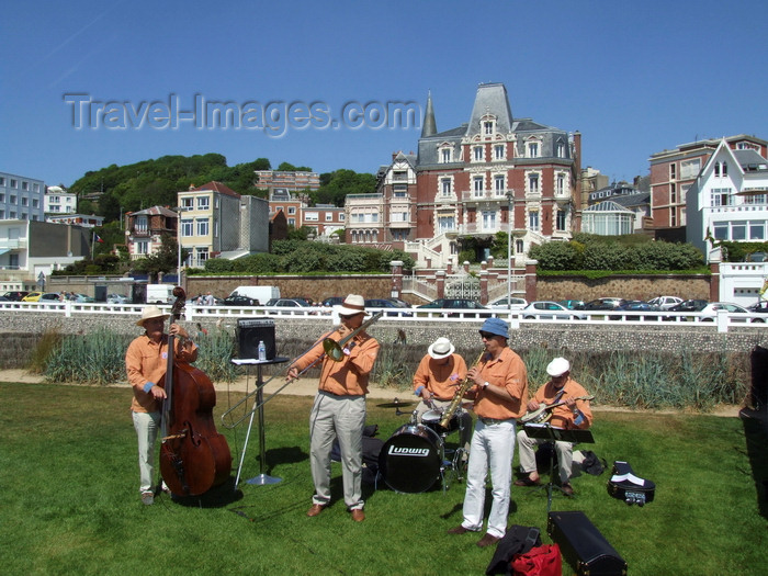 france1330: Le Havre, Seine-Maritime, Haute-Normandie, France: Old Time Jazz Band plays outside - Normandy - photo by A.Bartel - (c) Travel-Images.com - Stock Photography agency - Image Bank