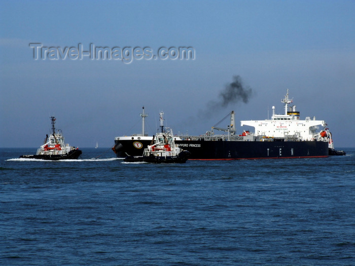 france1334: Le Havre, Seine-Maritime, Haute-Normandie, France: Sapporo Princess Oil Tanker, Tugs - photo by A.Bartel - (c) Travel-Images.com - Stock Photography agency - Image Bank