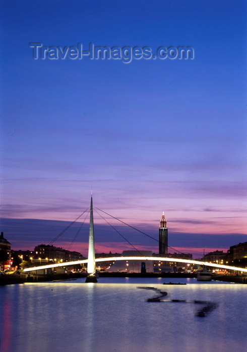 france1339: Le Havre, Seine-Maritime, Haute-Normandie, France: Old Harbor at dusk - Stock exchange bridge - Pont de la Bourse - photo by A.Bartel - (c) Travel-Images.com - Stock Photography agency - Image Bank
