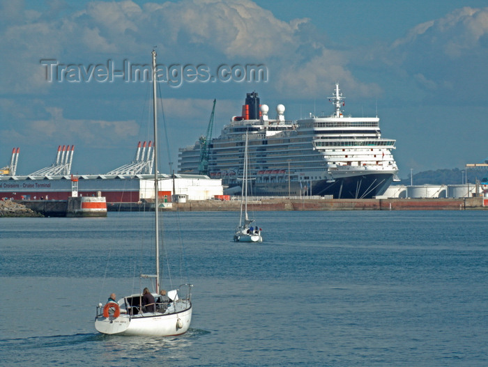 france1364: Le Havre, Seine-Maritime, Haute-Normandie, France: Cunard's Queen Elizabeth Cruise Ship and yachts - Normandy - photo by A.Bartel - (c) Travel-Images.com - Stock Photography agency - Image Bank