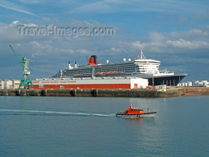 france1365: Le Havre, Seine-Maritime, Haute-Normandie, France: Queen Mary 2 and Gendermerie Maritime boat - Normandy - photo by A.Bartel - (c) Travel-Images.com - Stock Photography agency - Image Bank