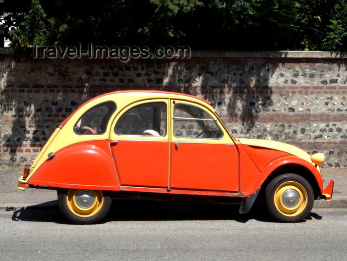le havre seine maritime haute normandie france red and yellow citroen 2cv against and old. Black Bedroom Furniture Sets. Home Design Ideas