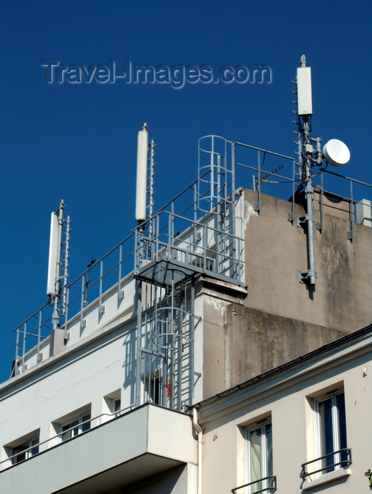 france1380: Le Havre, Seine-Maritime, Haute-Normandie, France: mobile phone network antennas on a building terrace - Communication Aerials, Flats - Normandy - photo by A.Bartel - (c) Travel-Images.com - Stock Photography agency - Image Bank